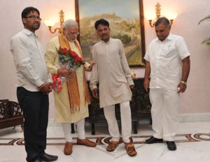 modi with Balwant Kumawat who weared footware after modi become pm