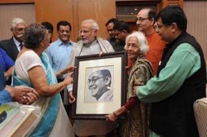 Family members of Netaji Subhas Chandra Bose presenting a portrait of Netaji to PM Shri Narendra Modi!!