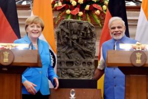 मार्केल यांनी दूर्गा देवीची मूर्ती भारताला सोपवली