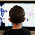 ९७ टक्के मुले अडकली टीव्हीच्या जाळ्यात