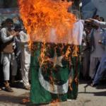 बलुचिस्तानमध्ये जाळला पाकचा झेंडा